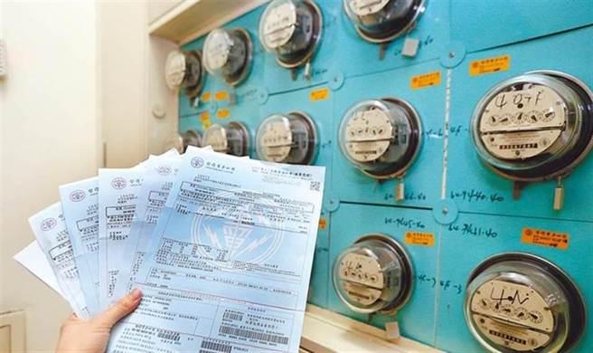 行政院今天拍板取消一般住戶的6月夏季電價,台電估計千萬戶受惠,連同紓困會短收61億元。(資料照)