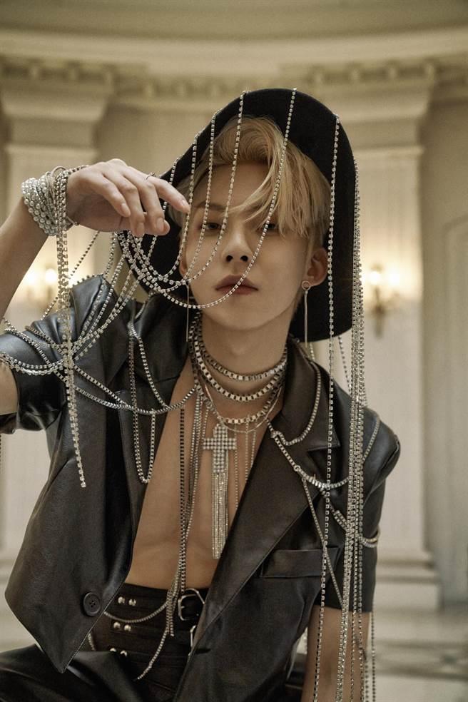 禹真榮新歌MV中有露肌的性感畫面。(索尼音樂提供)