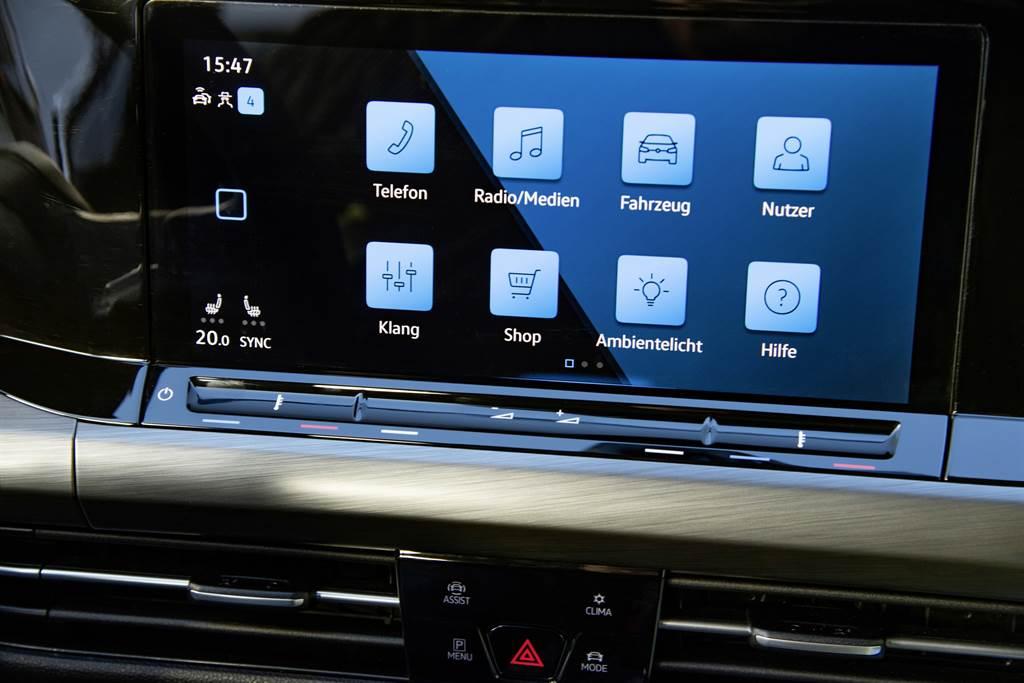 全新10吋多媒體鏡面觸控主機(MIB 3),以MIB3 Advanced Tab鏡面觸控面板搭配下方Touch Slider數位觸控列,提供清晰介面隨喜操作。