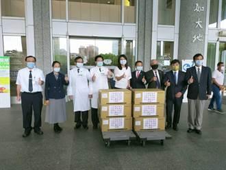 挺醫護齊抗疫!藍黨團捐贈2千件防護衣給台北慈濟醫院