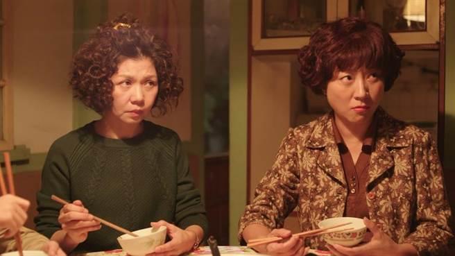 楊麗音(右)和于子育演婆媳。(華視提供)
