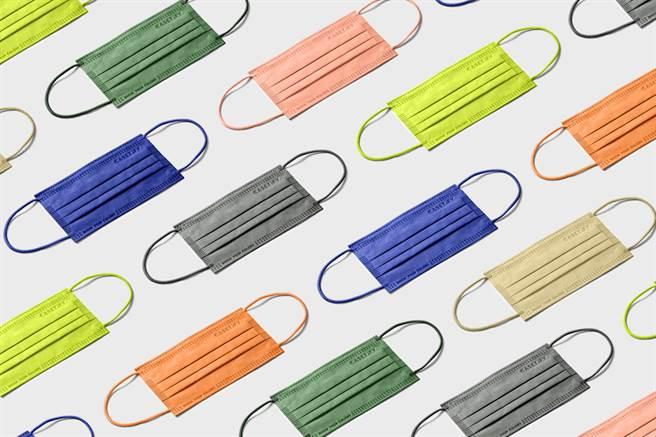 CASETiFY「三層一次性防護口罩」共有 7 種顏色,可依照穿搭風格隨心搭配。( CASETiFY 提供/黃慧雯台北傳真)