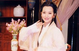 66歲趙雅芝被讚美一輩子 路人零修圖照「臉凹膚皺」慘崩壞