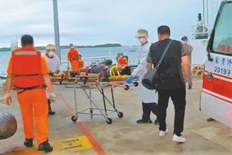 外籍貨輪船員摔昏 澎湖海巡隊搶救