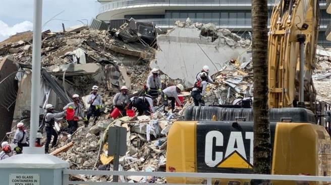 美國佛羅里達州邁阿密海灘公寓高樓坍塌,最終罹難人數確定。(圖/路透社)