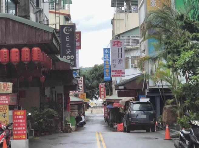 碼頭前文化街店家大都配合疫情關門。(陳世宗攝)