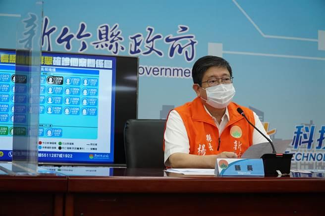 新竹縣長楊文科26日說明疫情,縣內增加1人確診。(莊旻靜攝)