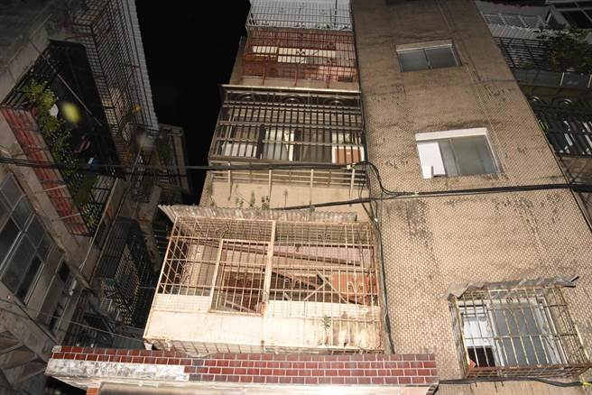 萬大路某公寓套房發現老翁陳屍多日。(陳鴻偉翻攝)