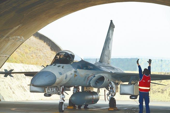 國軍上將人事大風吹,國民黨立委陳以信批評,三軍統帥身邊九位軍機大臣,沒有一位是空軍,「根本是把國家安全當兒戲」。(本報資料照片)