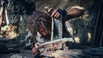 從小隨父隱居叢林41年 他穿樹皮吃野味 不知世上有女人