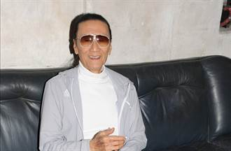 84歲謝賢看淡生死「沒死會繼續拍戲」勇敢摘墨鏡罕見露真面目