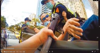 抗議沒疫苗撒冥紙 突襲民進黨服務處