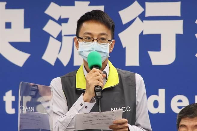 指揮中心說明6日增加17死亡個案的原因,圖為中央流行疫情指揮中心醫療應變組副組長羅一鈞。(圖/指揮中心提供)