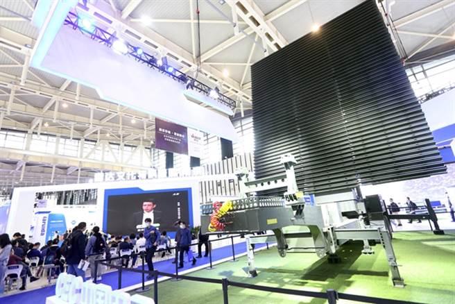 南京世界雷達博覽會展出各種新開發的反隱形雷達。(圖/觀察者網)
