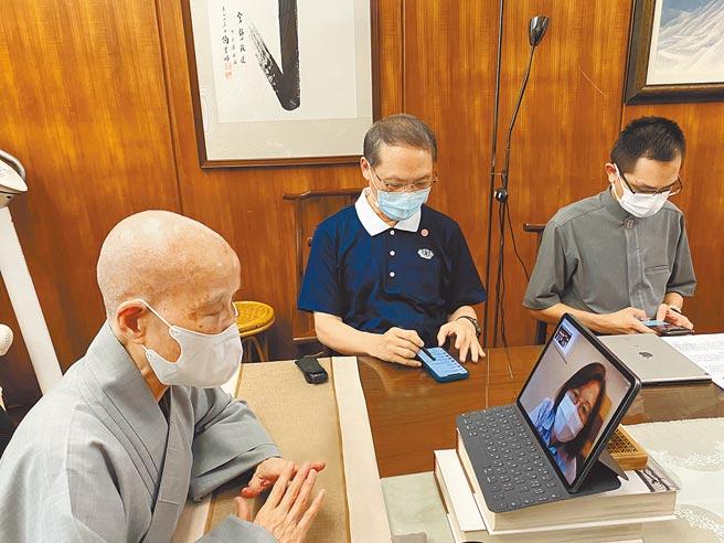 證嚴上人與蔡總統視訊時表示,「採購疫苗是希望能搶救生命,祈願台灣的疫情能早日消弭」。(慈濟基金會提供)