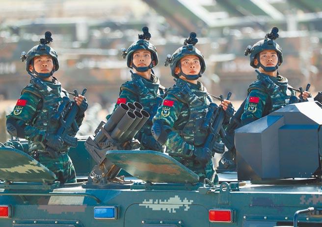 中共為歡慶建黨百年,推出一系列慶祝活動,重頭戲為7月1日在北京天安門廣場舉行的慶祝大會,屆時中共中央總書記習近平將發表談話,各界高度關注。圖為2017年中國解放軍建軍90周年的閱兵典禮。(新華社)