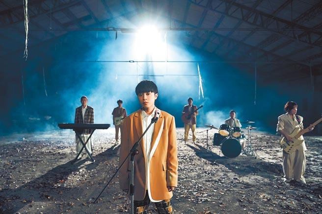 魚丁糸日前拍攝新單曲〈終點起點〉MV。(環球提供)