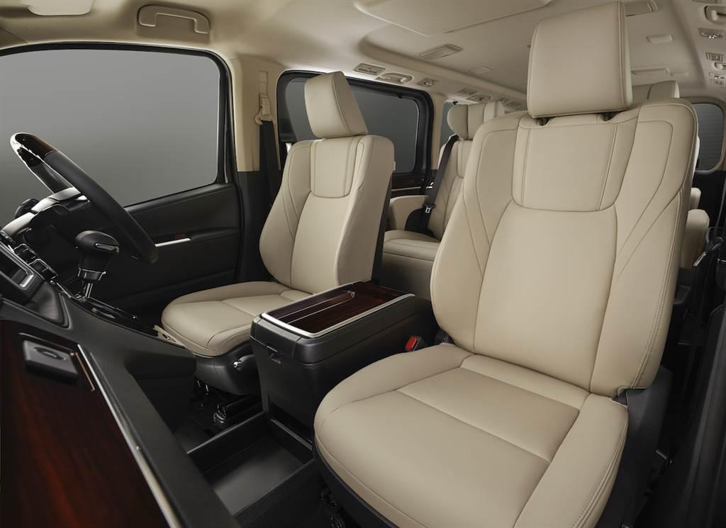 Toyota Granace 新年式亮相、新增副駕駛座頭枕自動下降、側面「老闆鍵」控制!