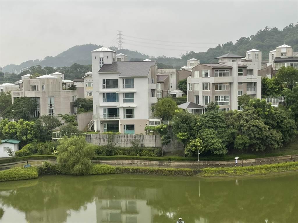 新店「青山鎮」3月成交1億1388萬元,成為今年新北億元宅總價排名第3名的豪宅交易。(台灣房屋提供)