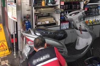 阿伯機車熄火牽到車行修 「只准猜不准拆」老闆傻眼