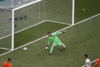 歐國盃》10人踢11人 荷蘭爆冷遭捷克淘汰