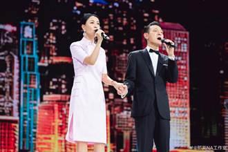 睽違24年合體演唱〈東方之珠〉 網讚劉德華、那英神凍齡