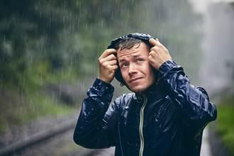 在雨中跑多快才不會被淋濕?