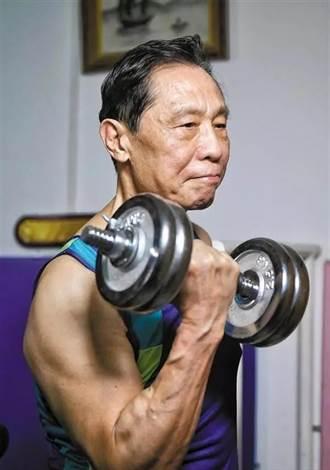 84歲鍾南山肌肉健碩 出席大學畢業典禮分享健康心得