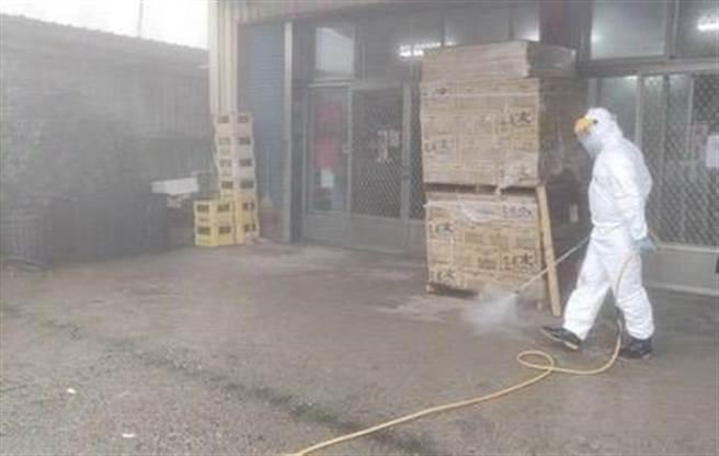 印尼移工在仁愛鄉停留23小時,清潔隊加強消毒作業。(仁愛鄉公所提供/廖志晃南投傳真)