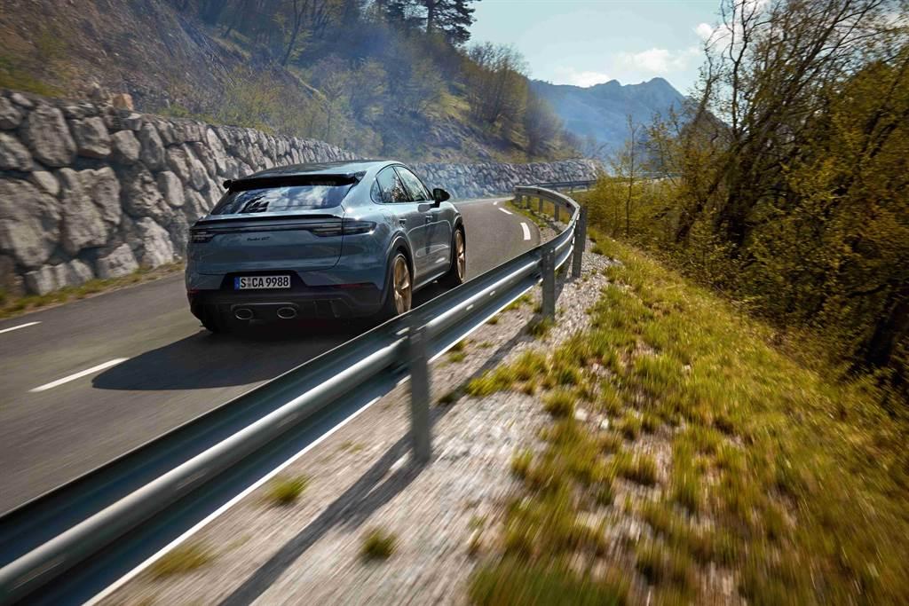 Cayenne Turbo GT搭載目前保時捷動力最強悍的雙渦輪增壓V8引擎。