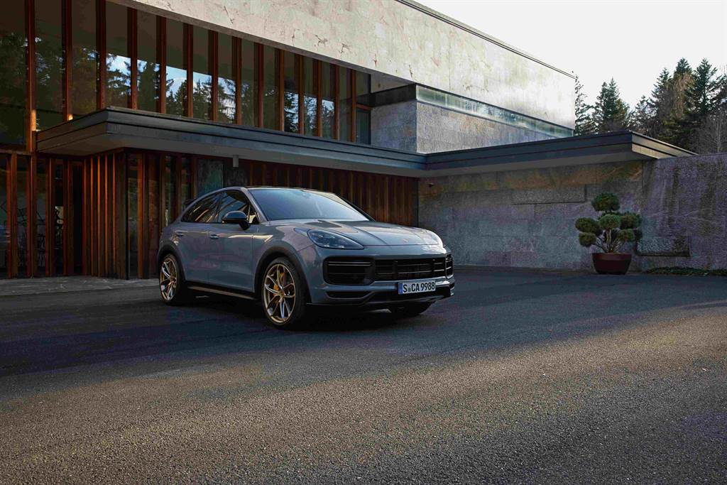 Porsche運動化跑旅戰將 Cayenne Turbo GT,國內同步開放預售。