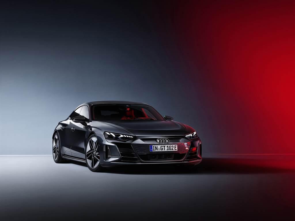 絕美電駒Audi e-tron GT 車系445萬元起預售。