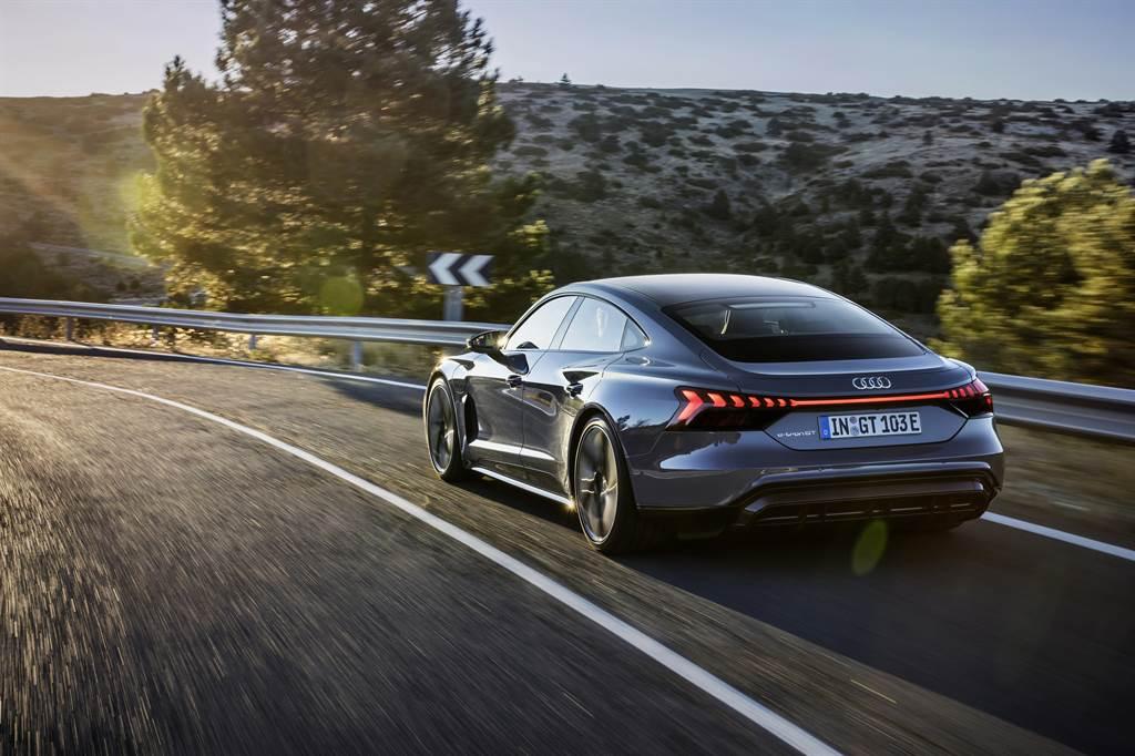 旗艦性能車型 Audi RS e-tron GT,0–100km/h加速表現最快3.3秒即可完成。