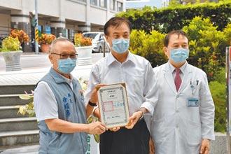 蘇嘉全贈篩檢艙 徐耀昌趁機討疫苗