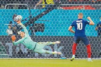 歐國盃 神奇追平兩樣情