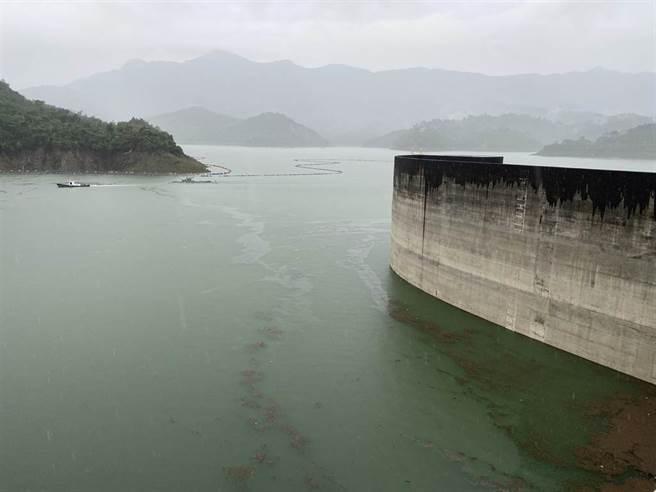 連日來的大雨進補,讓曾文水庫蓄水量趕在月底前衝破50%大關,南部也正式脫離水情之苦。(圖/南水局提供)