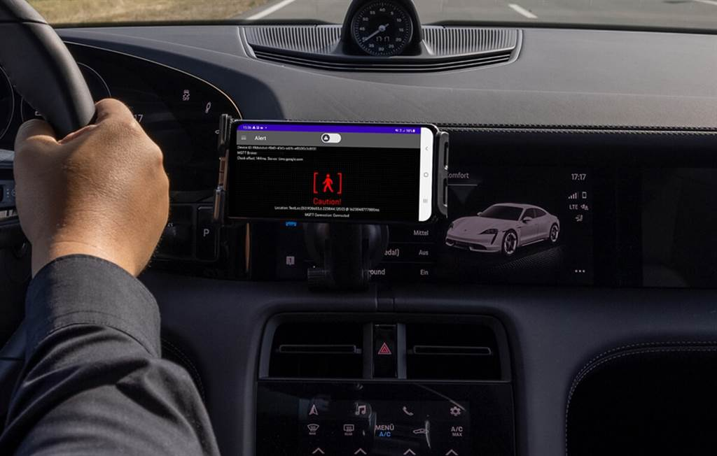 Porsche與HERE、Vodafone合作開發即時預警系統:10毫秒內可立即發出