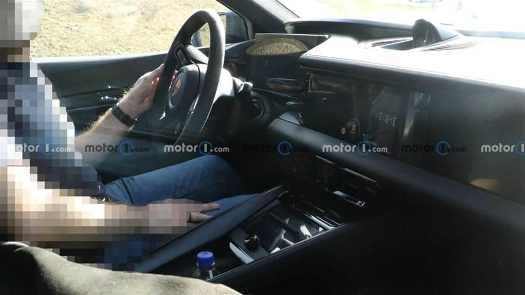 不見實體排檔桿、科技感更濃郁,保時捷 Macan EV 內裝設計首度曝光!