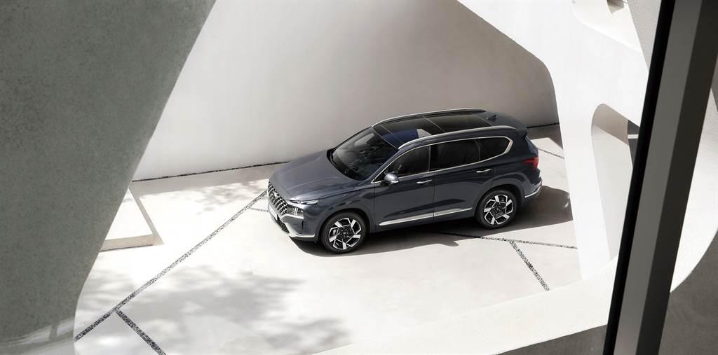 SANTA FE最大規模小改款正式上市,首批提供柴油動力,油電車型同步預售。