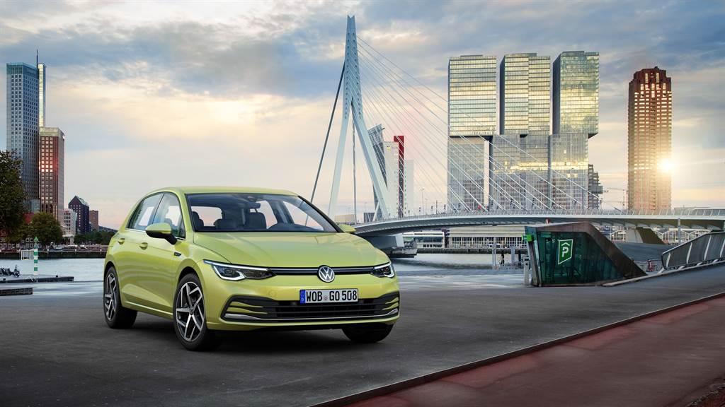 台灣福斯今宣布全新第八代Golf上市,引進包含230eTSI、280eTSI與GTI三款動力之掀背車款與280eTSI之旅行車款,共九種規格可供選擇。