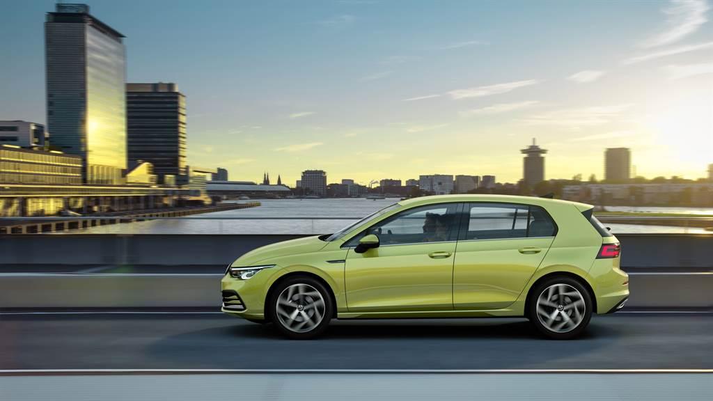 全新Golf車身設計展現空氣力學的提升,車輛前方面積降至2.21m²,在風洞測試下,風阻係數由上一代的0.3Cd降低至0.275Cd。