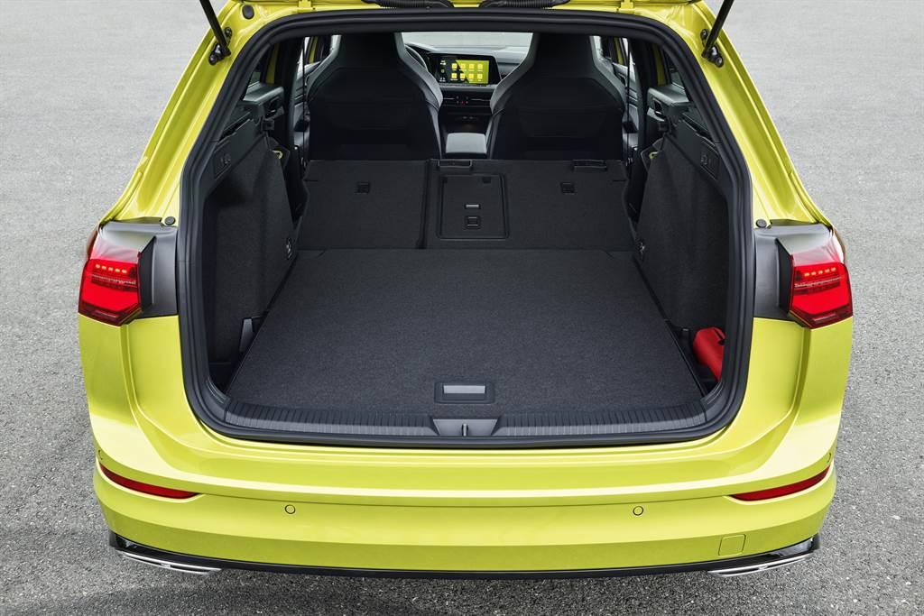 受惠於軸距加長,旅行車型行李廂容積最大可達1642L。