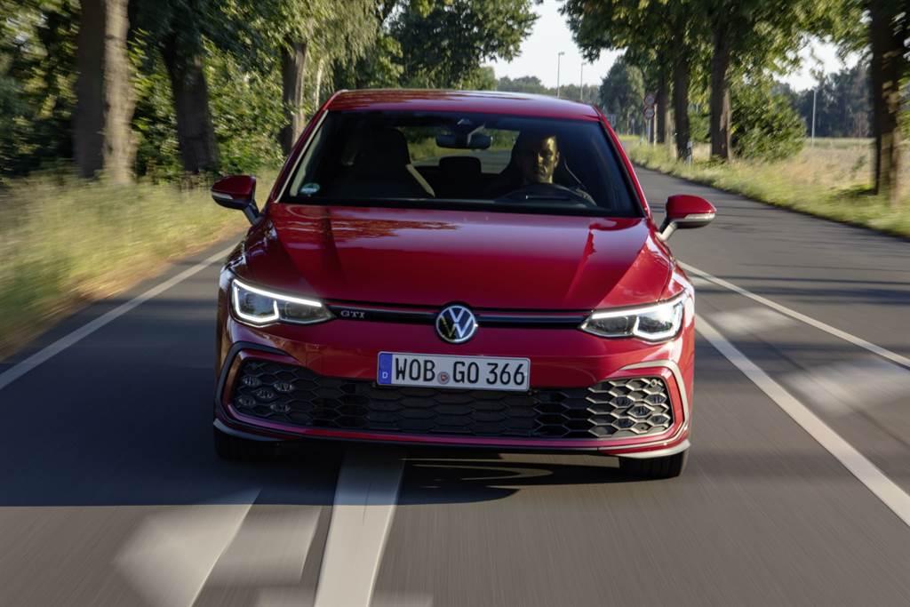 Golf 8 GTI懸吊系統大幅變革減重,充分對應最大馬力245ps和最大扭力37.8kgm的強悍性能,展現0-100km/h加速僅需6.3秒的頂尖實力。