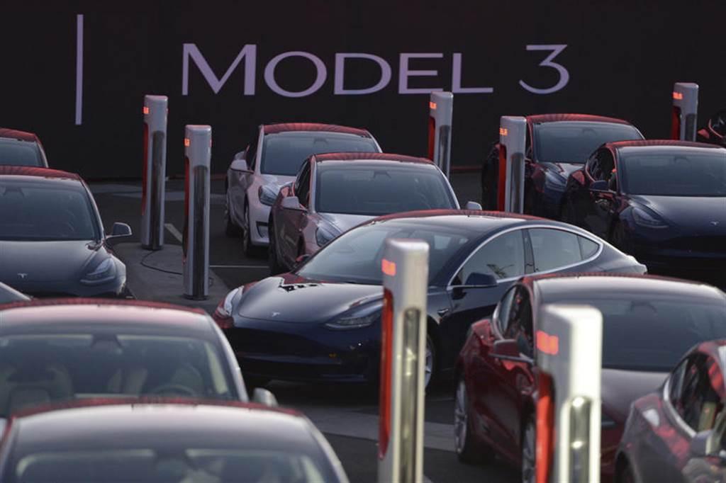 分析師預測特斯拉第二季會再創新紀錄,全球交車量有機會上看 20 萬大關