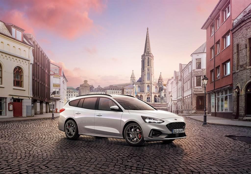 Focus ST Wagon–SLS Edition首批100台配額已完售,顯示Focus ST性能車系充滿駕馭樂趣的魅力,福特六和亦緊急追加配額,消費者及熱血車迷可即早確認新車訂單,以利生產排程規劃。