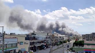 彰化傢俱行大火延燒5房 濃煙10公里外可見封路搶救