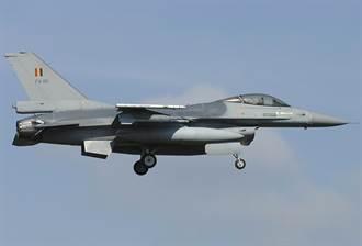 比利時空軍F-16失控 墜毀荷蘭空軍基地