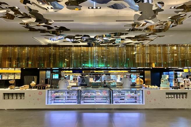 台北寒舍艾美酒店館內自助餐廳「探索廚房」改為賣店,攜手寒舍艾麗酒店打造「美麗廚房」,並於今(1)日開幕。(圖/寒舍艾美酒店)