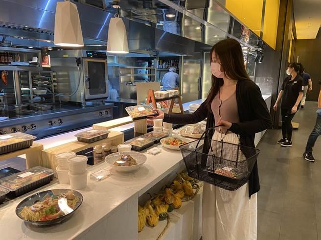 「美麗廚房」義式區有艾麗酒店La Farfalla義式餐廳規劃的「燉牛頰肉拿坡里牛豬肉醬斜管麵」等義式美味。(圖/寒舍艾美酒店)