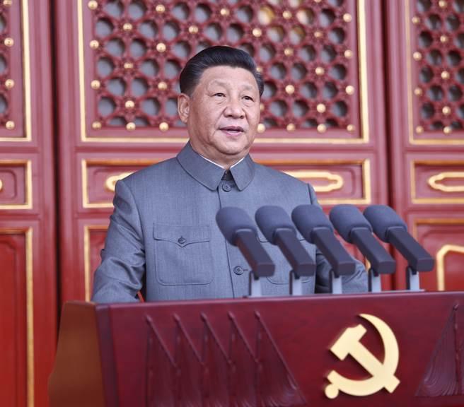 中共建黨百年慶典登場,除了中共總書記習近平長達一小時的講話完,現場還有不少細節。(新華社)
